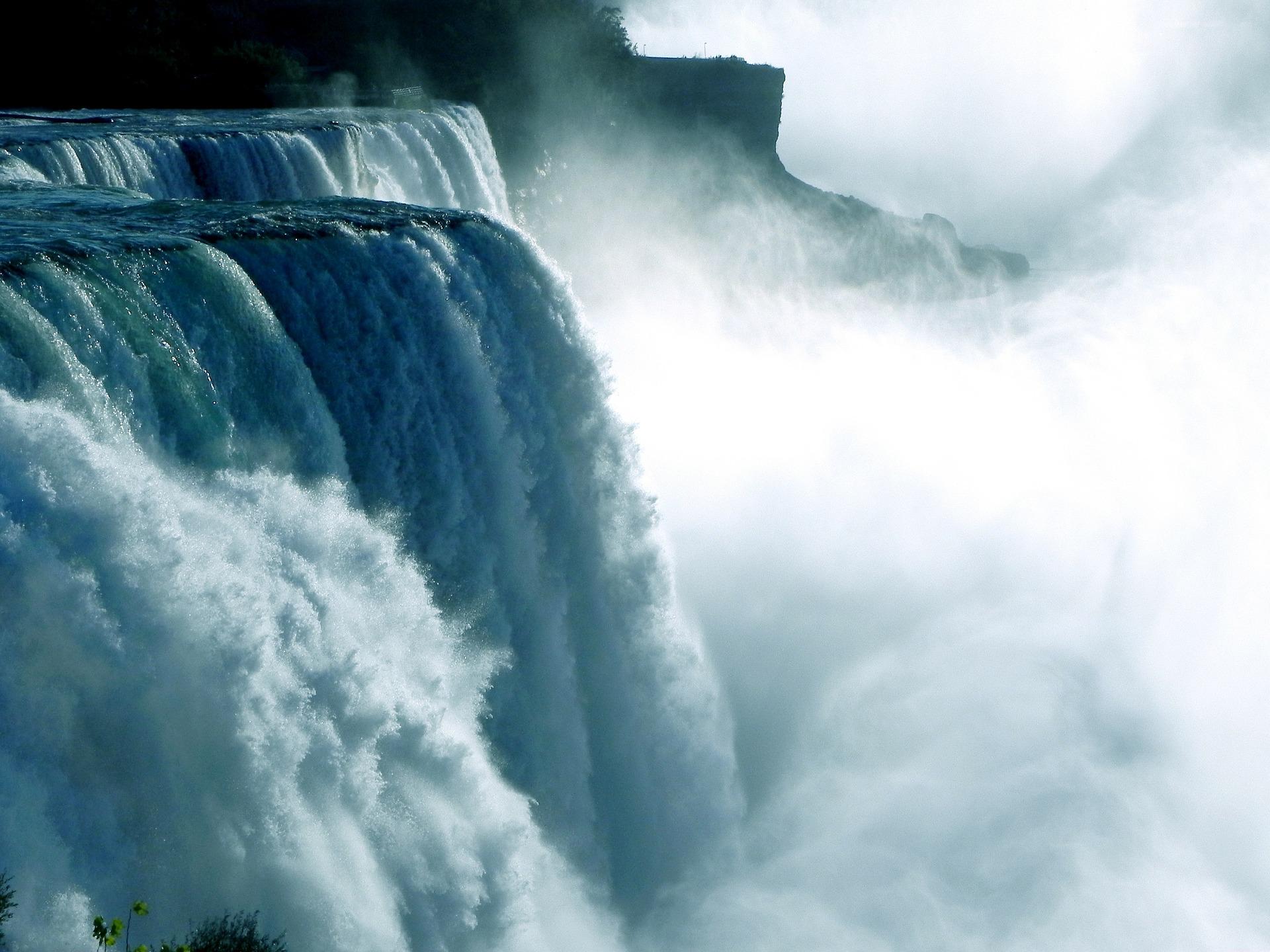 Os métodos mais comuns de purificação de água em casa,  Água de fusão de cozinha,  Água fervente adequada, Pedras naturais para tratamento de água