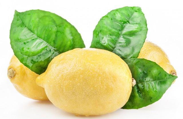 kak-deystvuet-voda-s-limonom-natoshhak-640x418