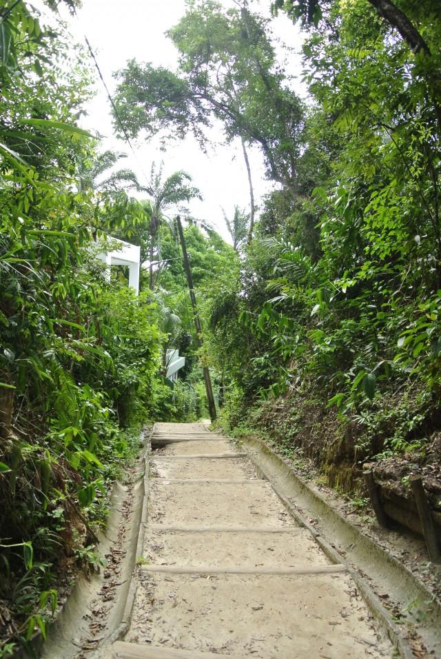 Caminho fechado para o Farol e Tiroleza do Morro