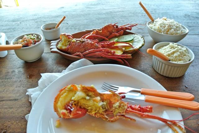 Lagosta fresca no  Restaurante Pousada Nascer do Sol em Boca da Barra - Norte da Ilha de Boipeba