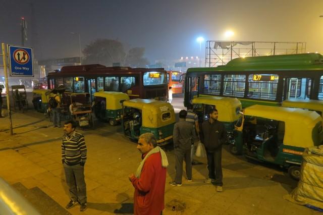 Trocar dinheiro no aeroporto de Nova Delhi, Chegada em Nova Delhi